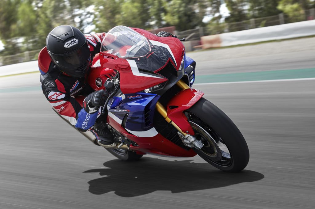 20YM_CBR1000RR-R_SP_Location_MARQUEZ_Riding_01_0607.jpg